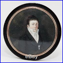 Antique French Hand Painted Portrait Miniature, Medal, in 18k Gold Mat Snuff Box
