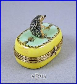 NEW HAND PAINTED FRENCH LIMOGES BOX CUTE HEDGEHOG ON GREEN BOX WITH GOLD